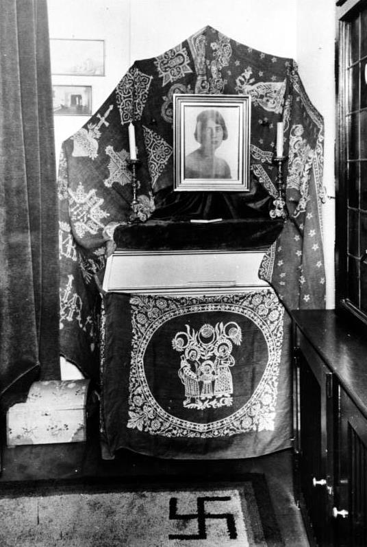 Goering-Fock, Carin Axelina Hulda. - WW2 Gravestone | 536 x 797 jpeg 90kB