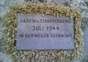 800px-D-RW-JVARottweil_-_Gedenktafel_Graefin_v._Stauffenberg