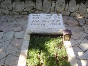 PikiWiki_Israel_12301_david_raziel_grave_on_mouht_herzl