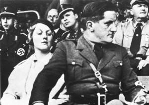 Putzi_Hanfstaengl_and_Diana_Mitford_in_1934