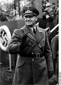 220px-Bundesarchiv_Bild_121-0270,_Polen,_Krakau,_Polizeiparade,_Hans_Frank