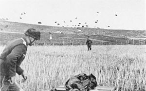300px-Bundesarchiv_Bild_141-0864,_Kreta,_Landung_von_Fallschirmjägern