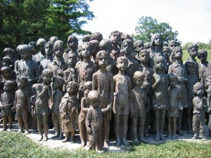 800px-Memorial_lidice_children_(2007)-commons