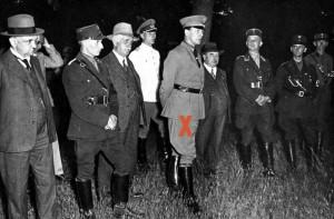 Zentralbild Erstes Gemeinschaftslager der preussischen Referendare in Jüterbog Staatssekretär im preuss. Jusitizministerium Dr. Freisler besuchte am ersten Tage das Gemeinschaftslaer. 1933 23347-33