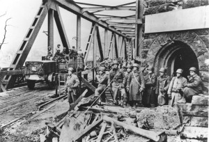 Remagen, beschädigte Brücke