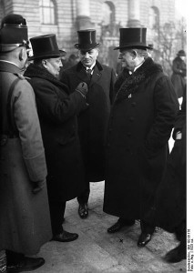 426px-Bundesarchiv_Bild_102-01176,_Heinrich_Held_(rechts)