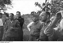 220px-Bundesarchiv_Bild_101III-Merz-013-33,_Russland,_Führer_der_Waffen-SS (1)