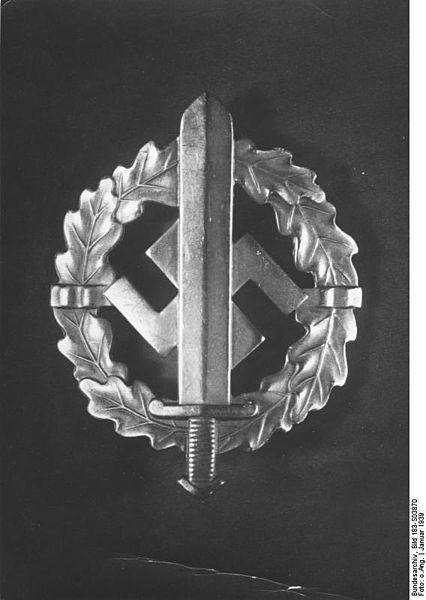 File:Bundesarchiv Bild 183-S03870, SA-Wehrabzeichen.jpg