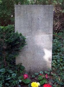 800px-Dresden_Heidefriedhof_Adam