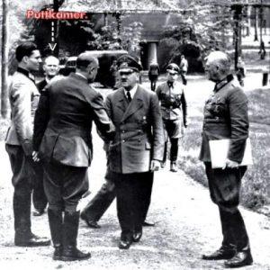 Bundesarchiv_Bild_146-1984-079-02,_Führerhauptquartier,_Stauffenberg,_Hitler,_Keitel