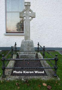 Grave 1-001
