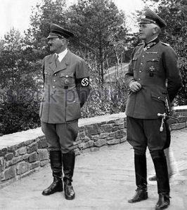 adolf-hitler-with-werner-von-blomberg-1936-fd82ww