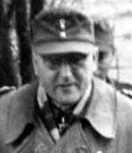theodor-busse-walks-together-with-generalmajor-ortner